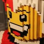 Legoskulptur eines Spaßvogels
