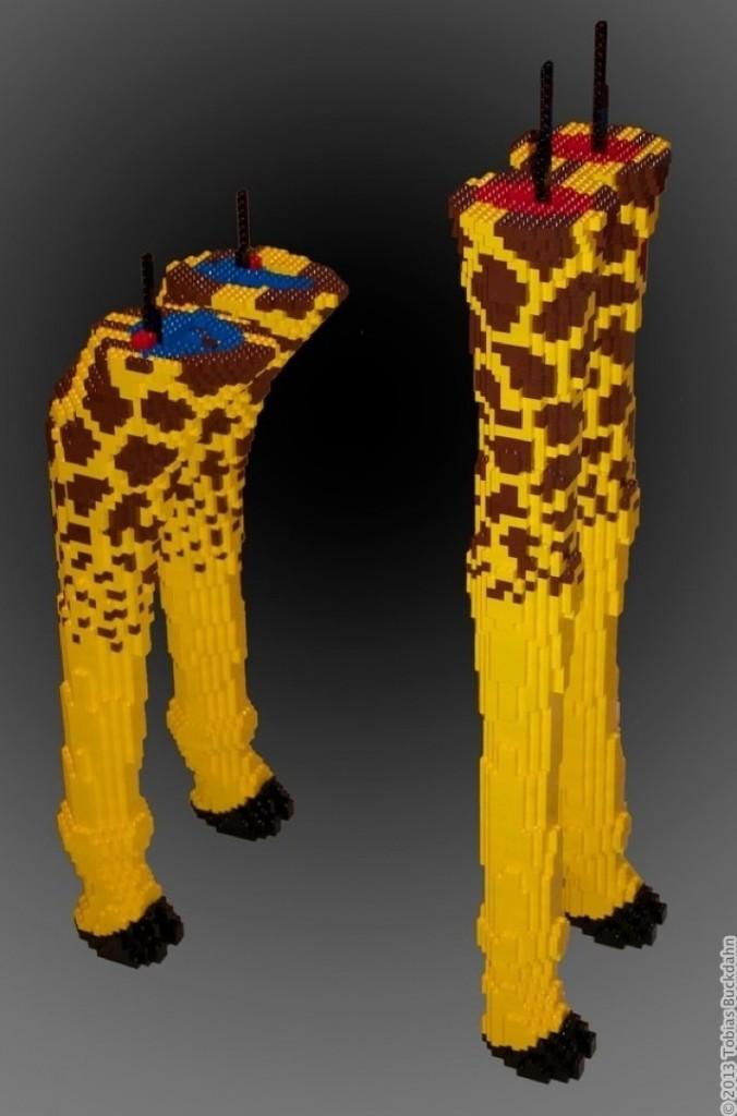 alle Beine der Giraffenskulptur