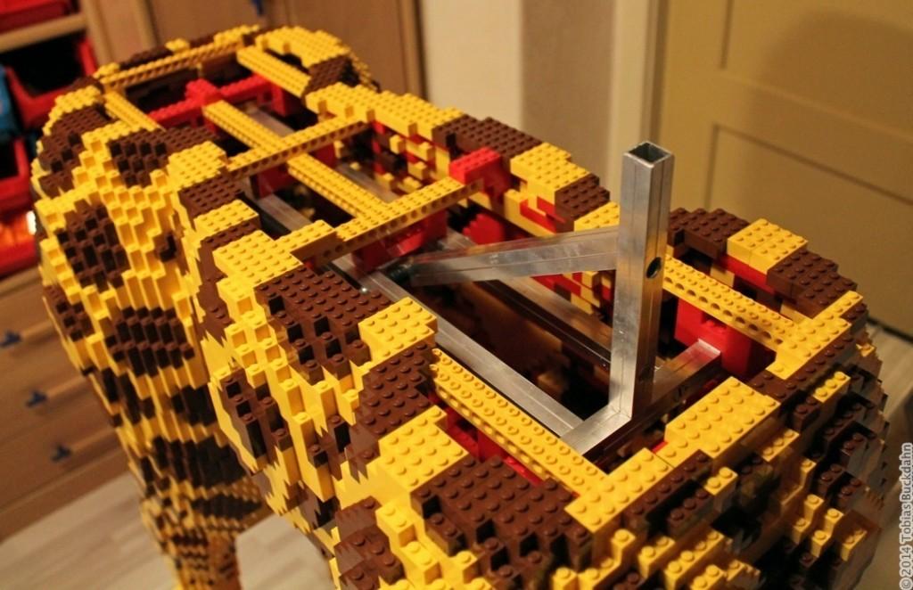Legoskulptur im Bau