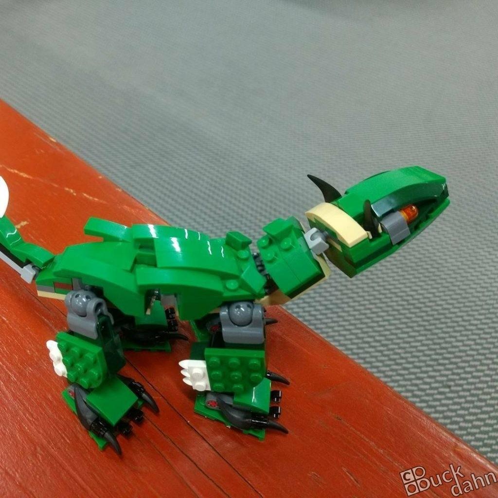 Bavarosaurus Brix auf Bank